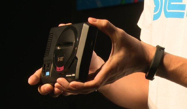 mega-drive-mini-in-hands.jpg